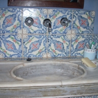 Allestimento bagno in ceramica