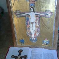 Crocifisso su sfondo oro