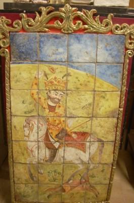 Pannello in ceramica con cavaliere dipinto a mano
