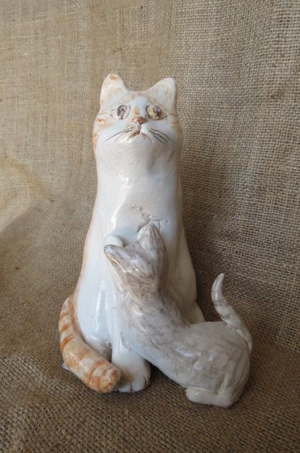 Gatta con cuccioli in ceramica