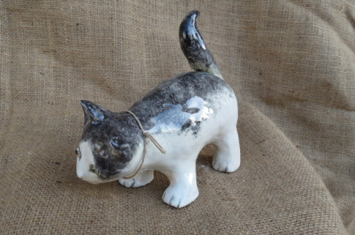 Gattino silvestro in ceramica dipinta a mano