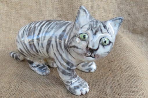 Gatto tigrato in ceramica