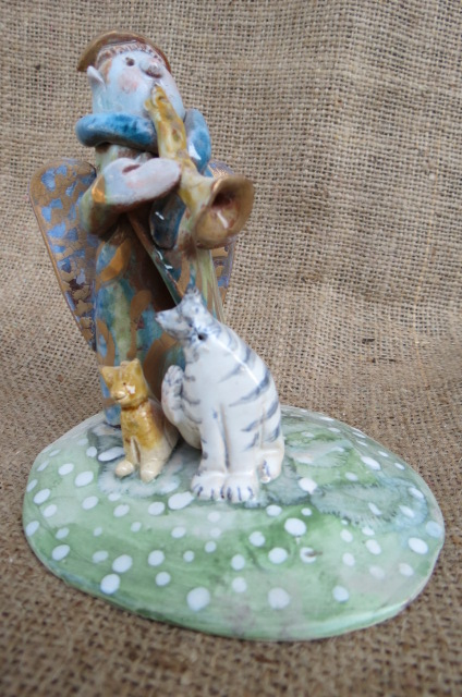Statuetta in ceramica realizzata a mano