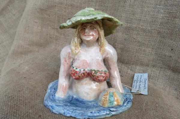 Statuetta in ceramica bagnante