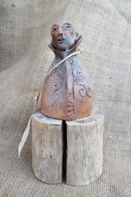 Terracotta lavorata a mano: prelato