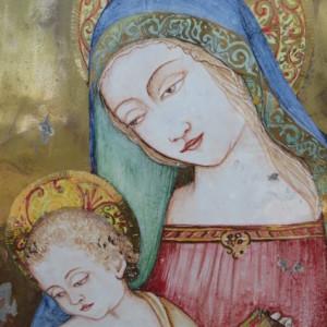 particolare madonna con bambino dipinta a mano